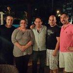 mi familia y yo con el animador Pedro