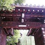 六角堂の門