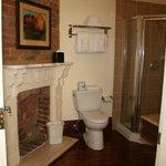 Cuarto de baño, con chimenea incluida