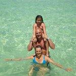 Esta es nuestra familia en la playa del Hotel Iberostar Punta Cana