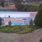 piscina vista desde la terraza del apartamento
