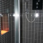 Roomy shower cubicle