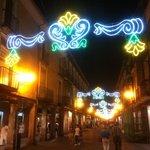 Calle Mayor adornada en fiestas