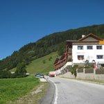 Vista dell'hotel dalla strada