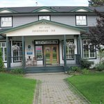 Revelstoke Courthouse Inn front entrance
