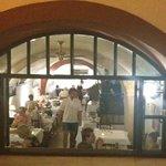 Hier im Kellergewölbe ist das Restaurant