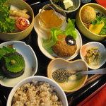 自然食穀物菜食マクロビオティックのセット料理1000円 詳しいお値段・内容・ご予約方法は、「サイト」へのリンクをお開きください。