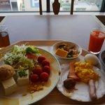 朝食は満足