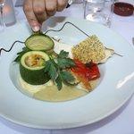 Suprême de volaille confit à l'huile d'olive, sauce mousseline à l'aïoli, polenta crémeuse à la