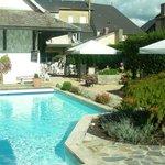 mooie tuin met zwembad