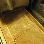 aufgequollene Fensterbank, furniertes Pressspanholz