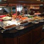 dette er dessert bordet! fantastisk mad! bare bestil halvpasion!
