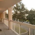 Visao da varanda de acesso aos quartos