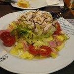 Ensalada de pollo (6 euros)