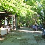Jardim e restaurante externo