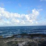El romper de las olas y el paisaje simplemente hermoso