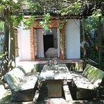 Wisteria Cottage Patio