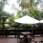 Vue sur rivière et mer du restaurant principal
