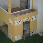 Portas e fachadas danificadas