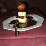 Deliciosa sobremesa intercalada entre sorvete de creme e wafer !