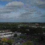 Vue sur la ville d'Athlone depuis la baie vitrée de la chambre