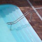 Entrada a la piscina, insegura ya que se tambaleaba