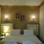La habitación tiene decoración otomana, es muy agradable.