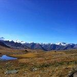 balade au depart du Bella Tola avec une vue incroyable sur les 4000 de la region