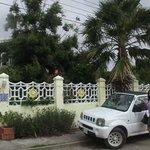 Entrada e carro da Villa Sunflawer
