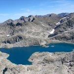 Lago alto de Bramatuero (2505m) desde el pico Serrato