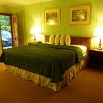 Highbrook Motel: Mini Suite w/ King Bed