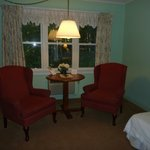 Highbrook Motel: Mini Suite Sitting Area
