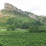 Far view of Roche-de-la-Solutré profile