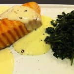 Grilled Salmon with white wine sauce
