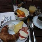 朝食(ブッフェ、19ユーロ)