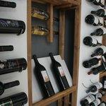 Y en nuestra cava climatizada y con control de humedad los vinos estarán mejor que en bodega