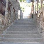 受付への階段と受付の看板