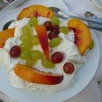 Joghurt mit frischen Früchten