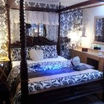 lovely four poster bed