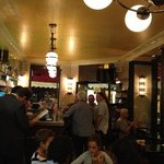 super petit bar Resto très animé. bonne pitance
