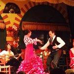 Casal dançando flamenco