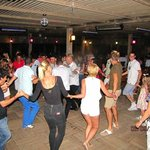 танцуют турецкий танец