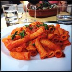 rigatoni with spicy tomato sauce and bacon