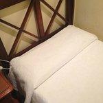 cama individual, colchon y almohadas comodas