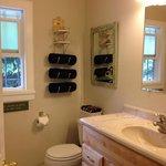 Full Bathroom in 910