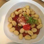 Gnocchi mit geschmolzenem Ziegenkäse und Tomatenchutney
