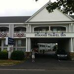 Fachada do Hyannis Travel Inn
