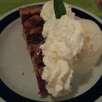 Fruit Pie, ice cream and topping !