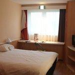 Zimmer mit selbständigem Vorhang