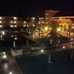 Vista desde balcón lateral, zona piscina
